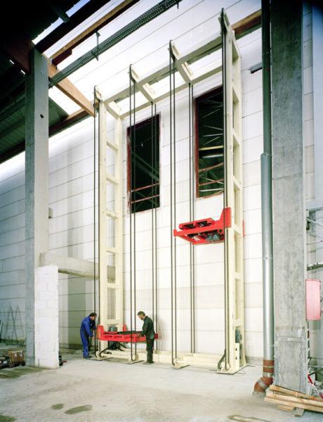 Senkrechtfoerderer Logistik Systeme Materialflusssysteme Baust