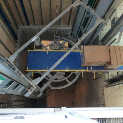 Senkrechtfoerderer Vertikalfoerderer Logistik Systeme Materialflusssysteme Baust